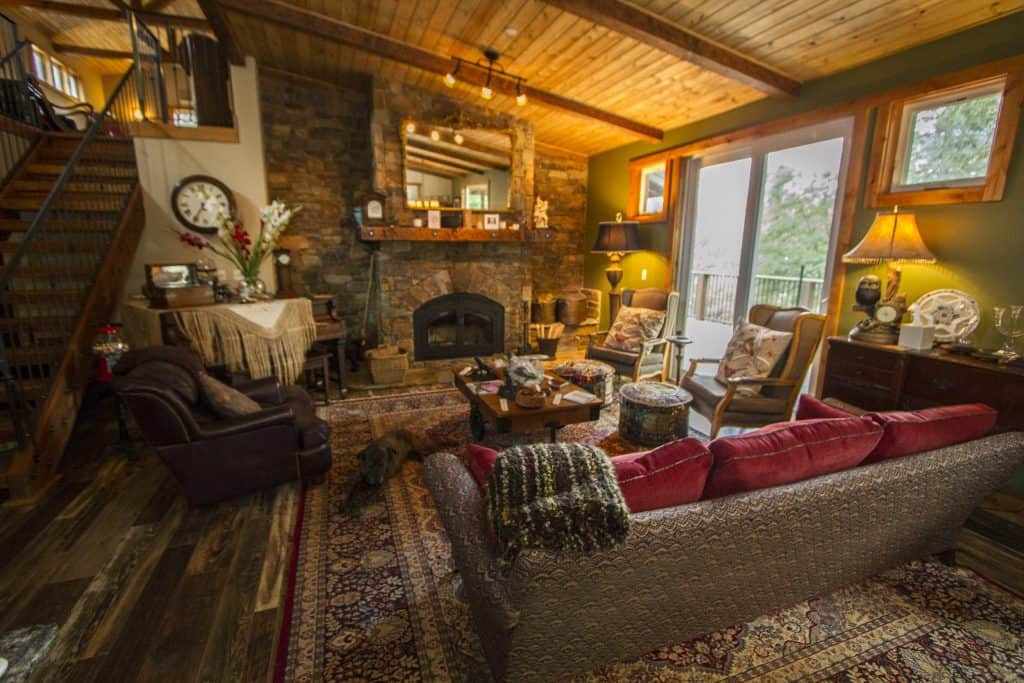 Inside at the Yosemite Black Oak Bed and Breakfast